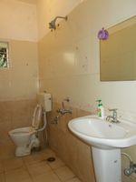 11DCU00121: Bathroom 1