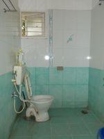 11DCU00121: Bathroom 4