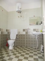 13OAU00248: Bathroom 2