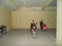 12NBU00243: parking