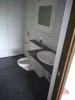 13M5U00051: Bathroom 1