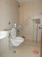 13M5U00051: Bathroom 2