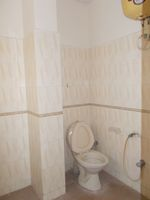 13M5U00630: Bathroom 1