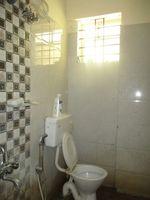 12J6U00369: Bathroom 2