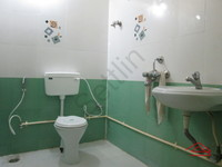 10NBU00466: Bathroom 2