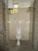 15A4U00132: Bathroom 2