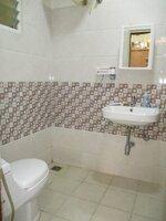 15J7U00001: Bathroom 1