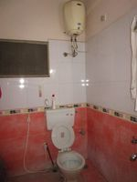 13M3U00354: Bathroom 1