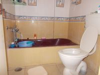 11DCU00240: Bathroom 2