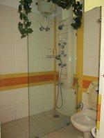 13DCU00149: Bathroom 2