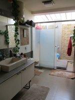 13DCU00149: Bathroom 1