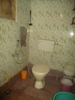 13J1U00290: Bathroom 1