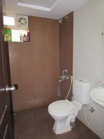 13A8U00280: Bathroom 2