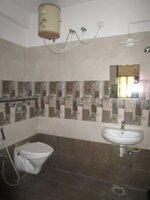 15F2U00110: Bathroom 2