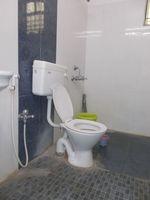 12J1U00215: Bathroom 1