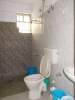 12J1U00215: Bathroom 2