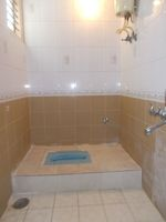 12M3U00184: Bathroom 2