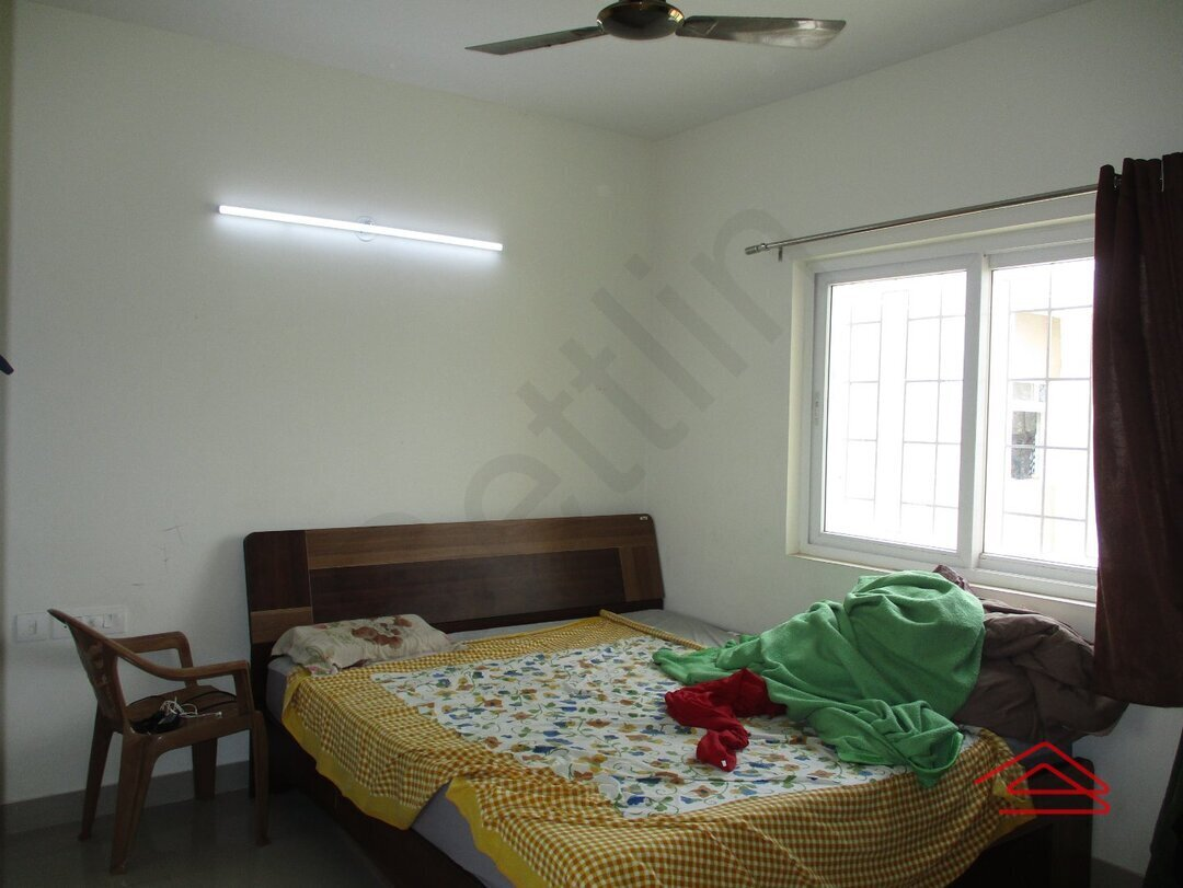 15S9U00300: Bedroom 1