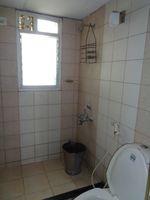 12OAU00076: Bathroom 3