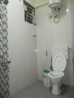 15A4U00381: Bathroom 1