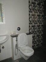 15S9U01013: Bathroom 2