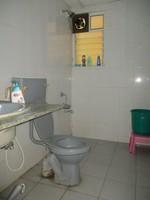 11M5U00148: Bathroom 2