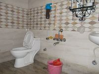 12NBU00027: Bathroom 2