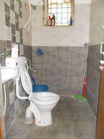 13J6U00206: Bathroom 2