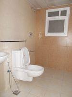 13J1U00269: Bathroom 2