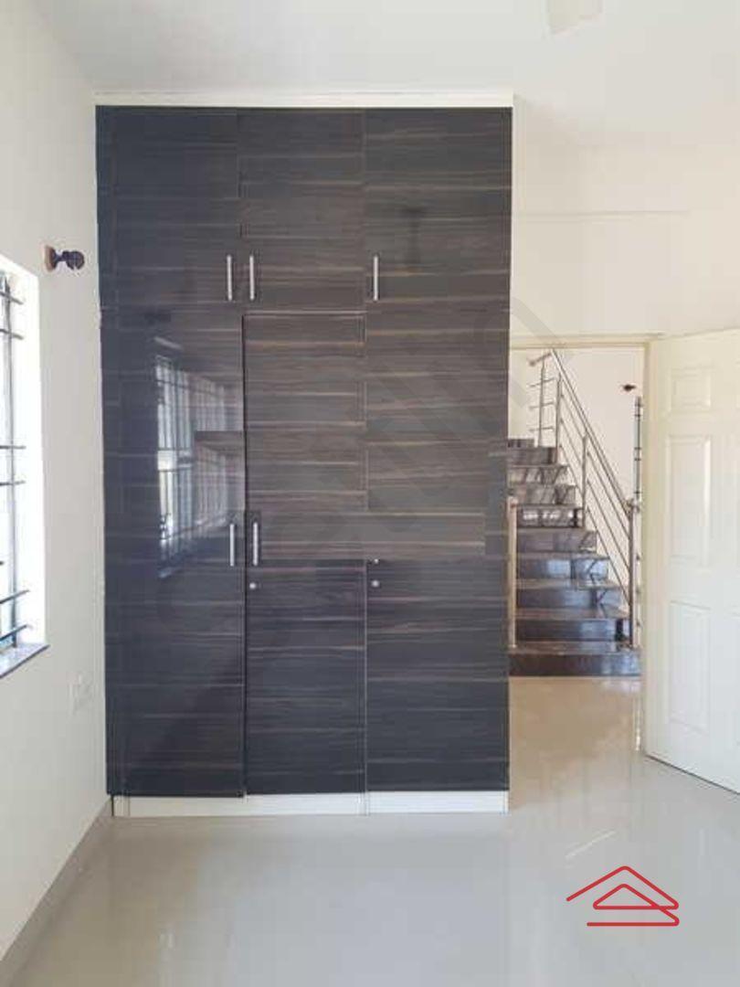 13M3U00405: Bedroom 1