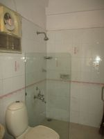 12M5U00009: Bathroom 2