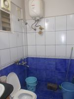 12M5U00412: Bathroom 2