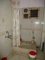 10J6U00018: Bathroom 2