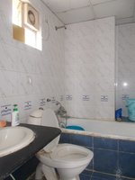 13OAU00214: Bathroom 2