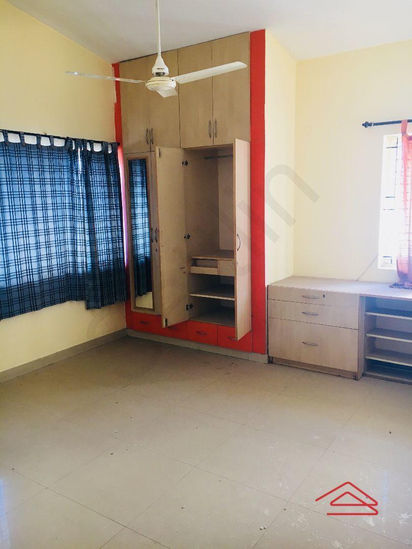 12M5U00358: Bedroom 1