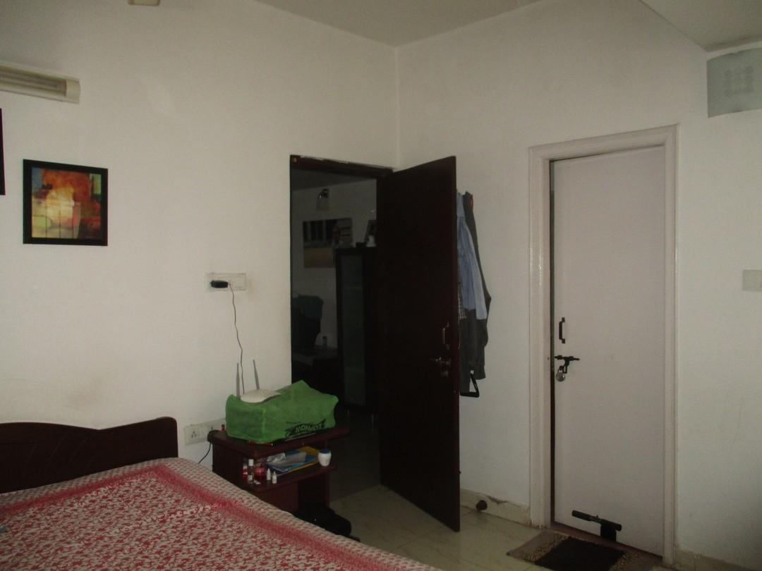 10M3U00046: Bedroom 1