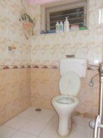 13J6U00183: Bathroom 1