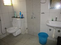 13A8U00142: Bathroom 2