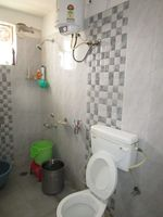 13J6U00550: Bathroom 1