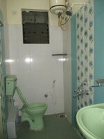 15J1U00004: Bathroom 1