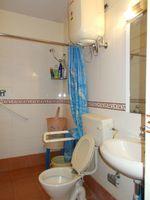 12DCU00222: Bathroom 1