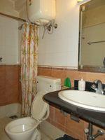 12DCU00222: Bathroom 2