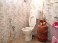 13M5U00586: Bathroom 1