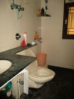 13M5U00186: Bathroom 2