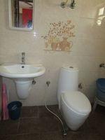 13M3U00455: Bathroom 2