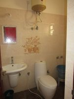13M3U00455: Bathroom 1