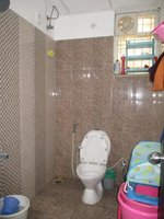 14J1U00446: Bathroom 2