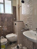 15F2U00263: Bathroom 2