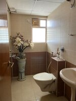 15J1U00213: Bathroom 1