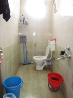13M5U00370: Bathroom 2